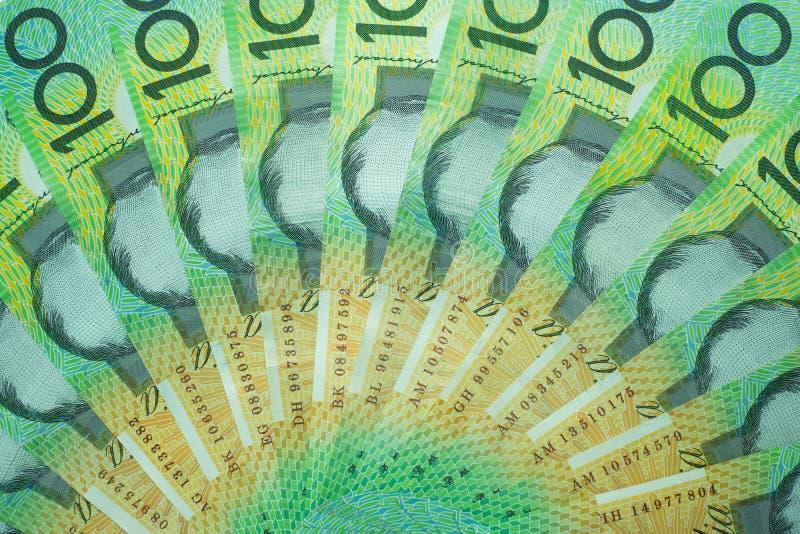 澳大利亚元,澳大利亚金钱100美元在白色背景的钞票堆 免版税库存图片