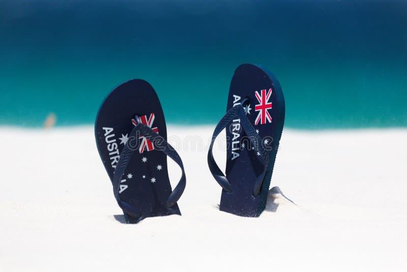 澳大利亚在沙子的旗子皮带由海滩在夏天 库存图片
