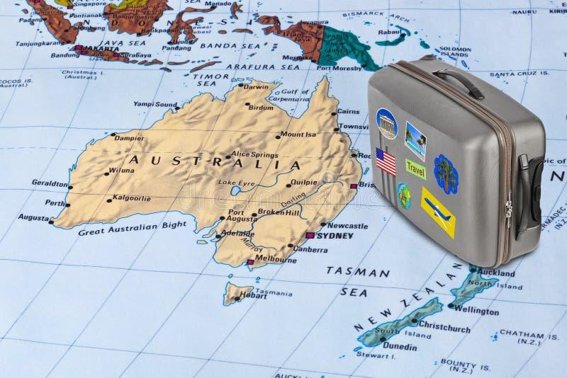 澳大利亚地图和旅行案件与贴纸(我的照片) 库存图片