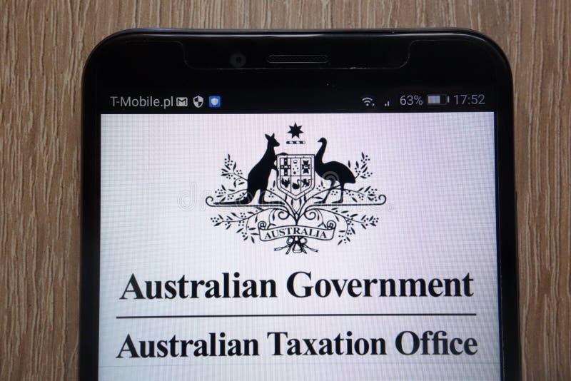 澳大利亚政府的澳大利亚征税办公室商标在一个现代智能手机显示了 库存图片