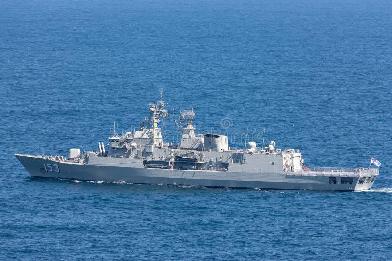 澳大利亚海军离去的悉尼港口的HMAS斯图尔特FFH 153纽澳军团级巡防舰 库存照片