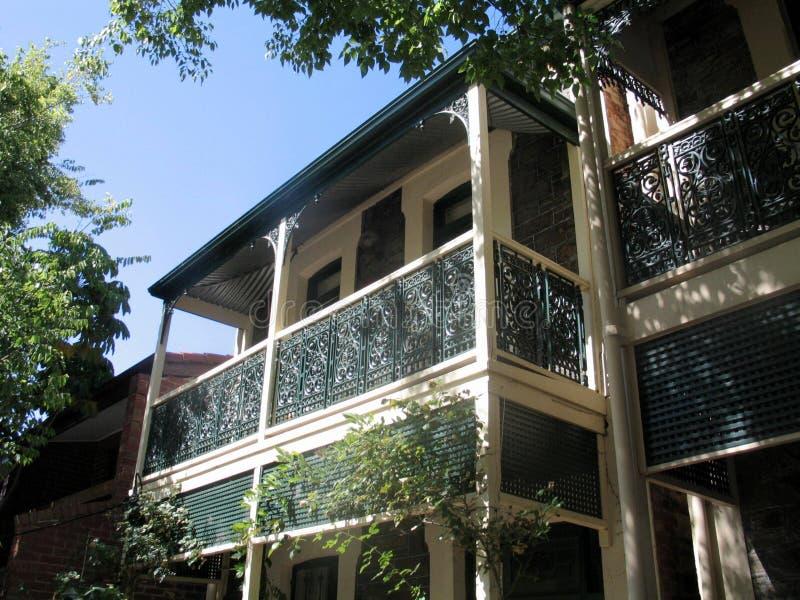 澳大利亚阿德莱德带阳台的老建筑 免版税库存图片