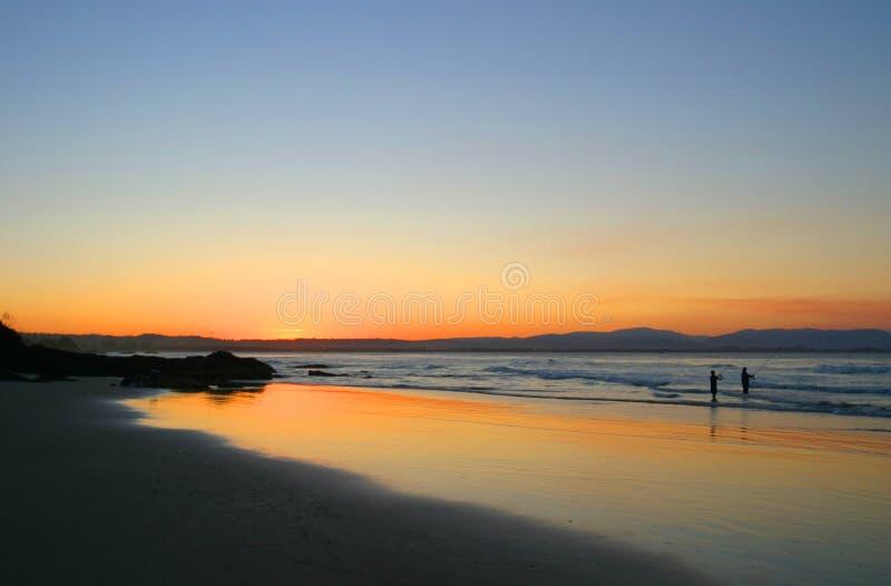 澳洲海湾海滩byron渔夫nsw日落wategos 库存图片
