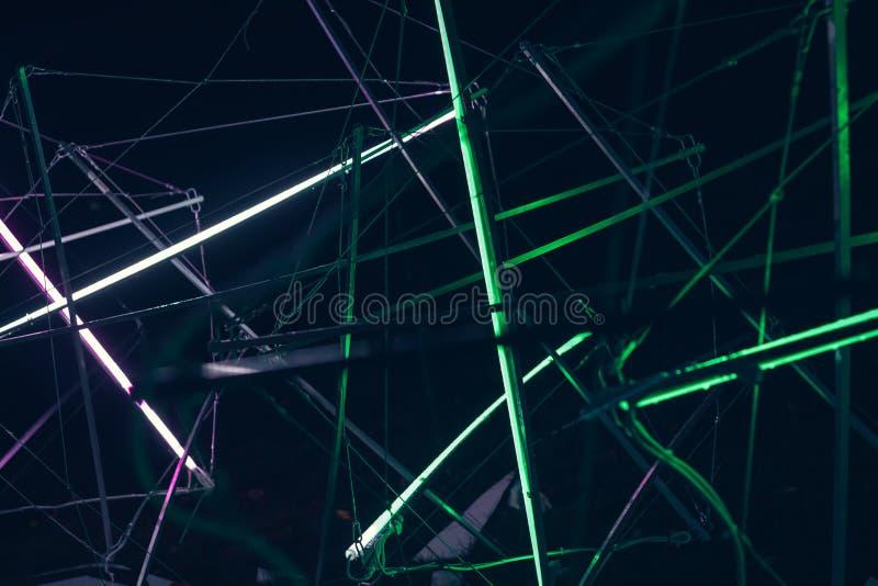 激光展示,夜总会内部光,发光的线,抽象萤光背景 免版税库存图片