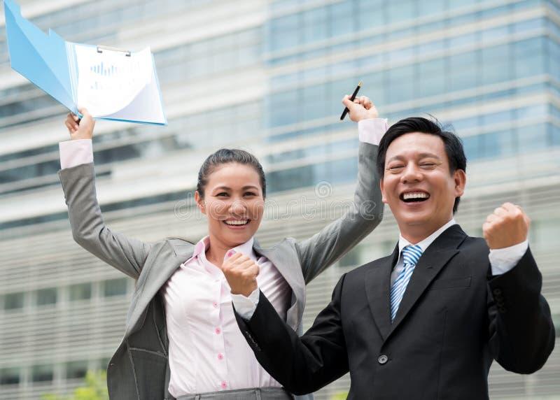 激动的企业同事 免版税库存图片