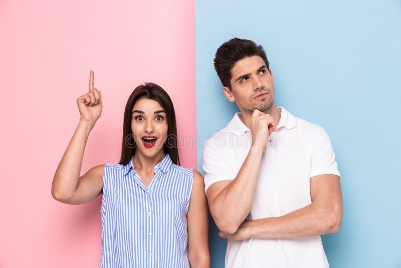 激动的男人和妇女的图象接触下巴的便衣的和 图库摄影