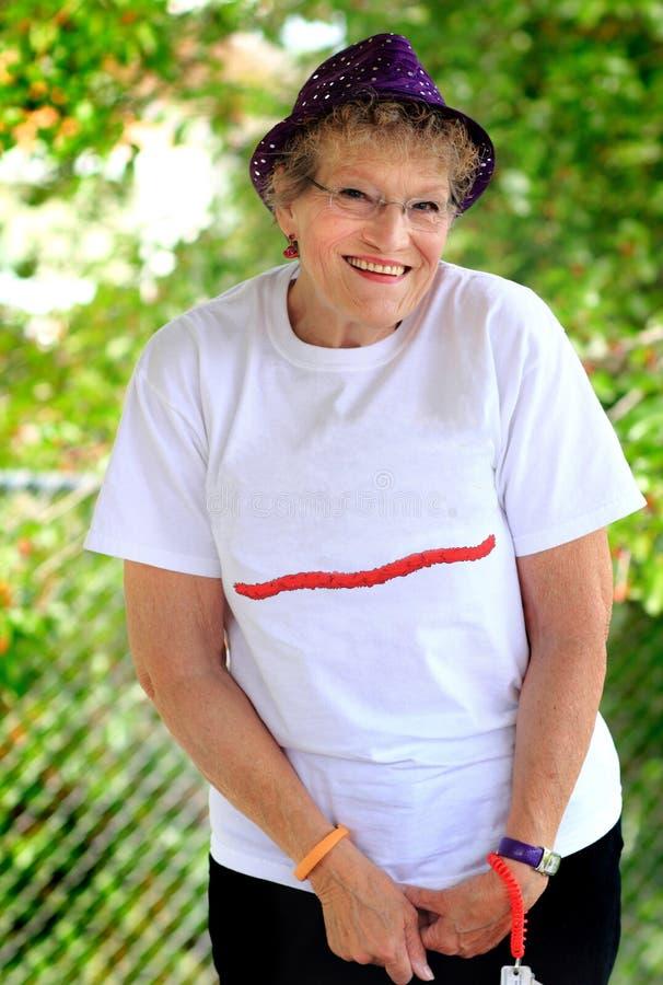 激动的老妇人 免版税库存图片