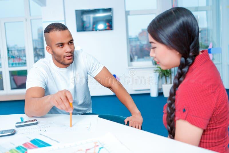 激发灵感的年轻创造性的人 免版税库存照片