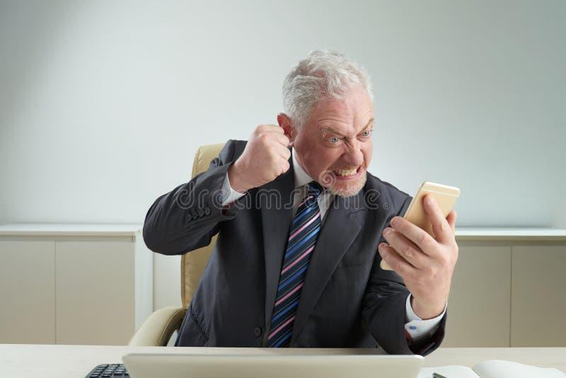 激怒与电话 免版税库存照片