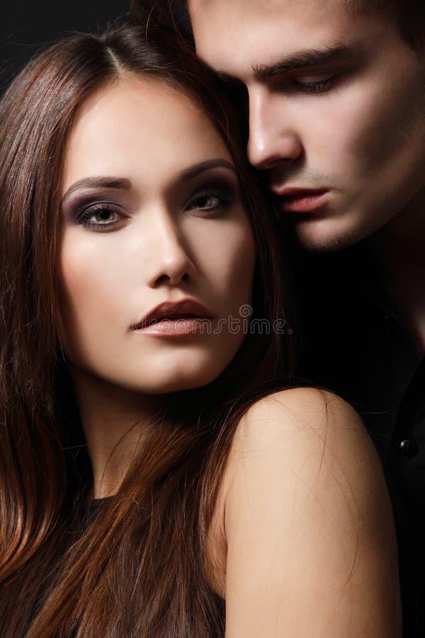 激情夫妇、美丽的年轻人和妇女特写镜头,螺柱 库存图片