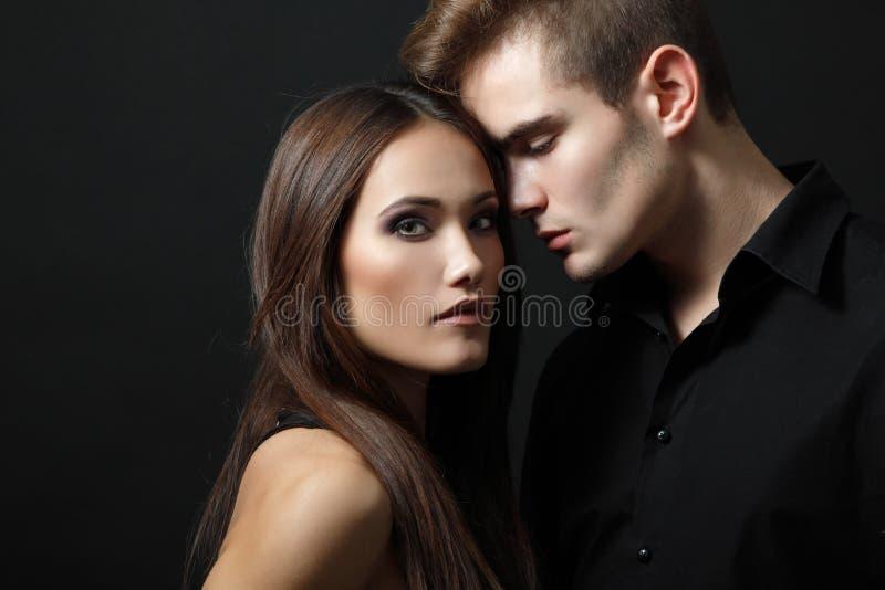 激情夫妇,美丽的年轻人和妇女特写镜头, 免版税库存图片