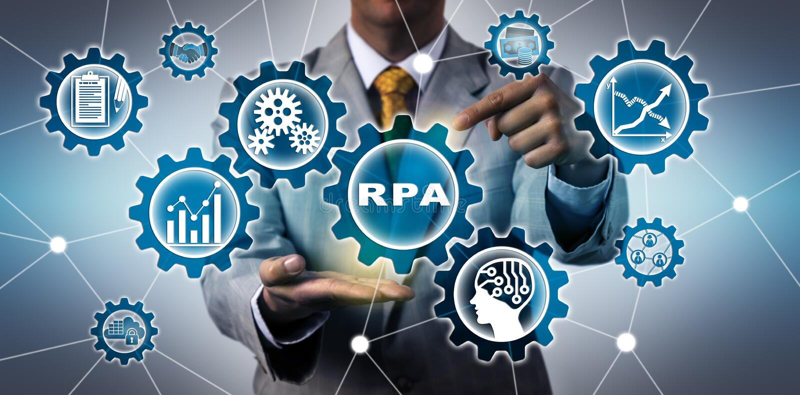 激活RPA应用的IT经理的躯干 库存图片
