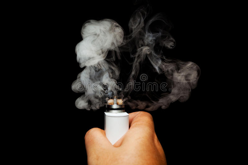 激活电子香烟的人的手 库存照片