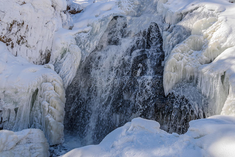 瀑布冬天冰柱雪水 免版税库存照片