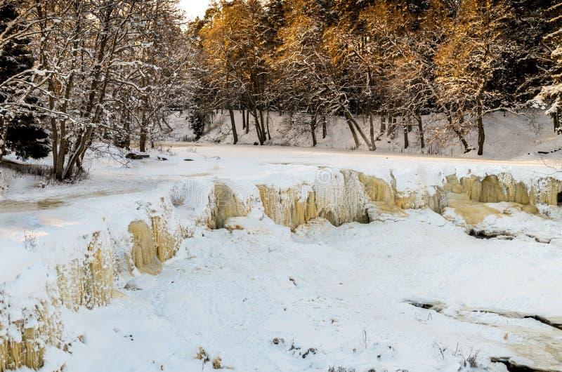 冻瀑布凯伊拉Joa,爱沙尼亚 免版税图库摄影