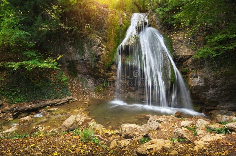 瀑布和小溪流程 图库摄影