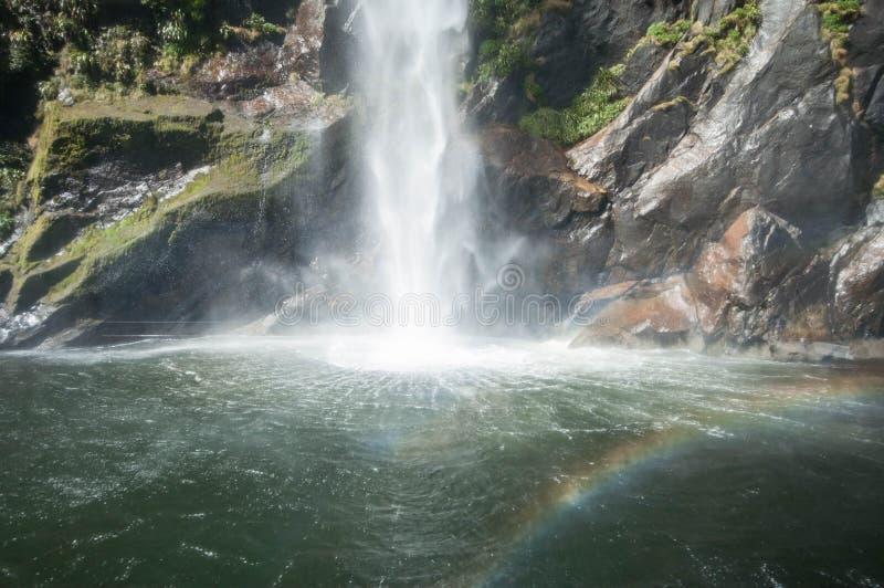 瀑布和彩虹 Milford Sound 库存照片