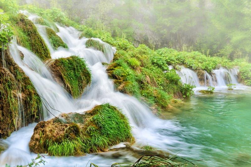瀑布和雾 免版税图库摄影