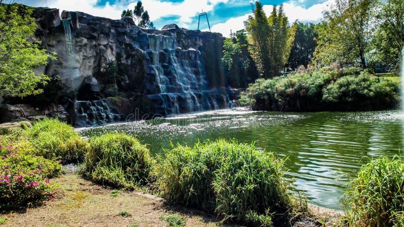 瀑布在一个公园在瓜达拉哈拉哈利斯科州墨西哥在一好日子 库存照片