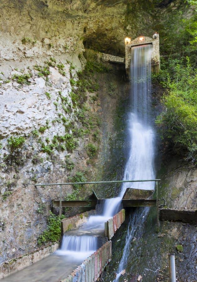 瀑布在峡谷Chernigovka 库存照片
