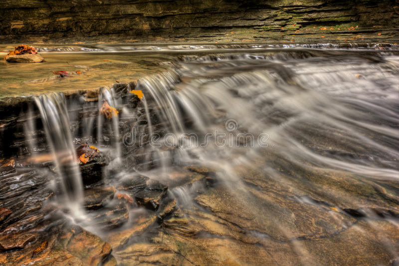 瀑布在秋天 免版税库存照片
