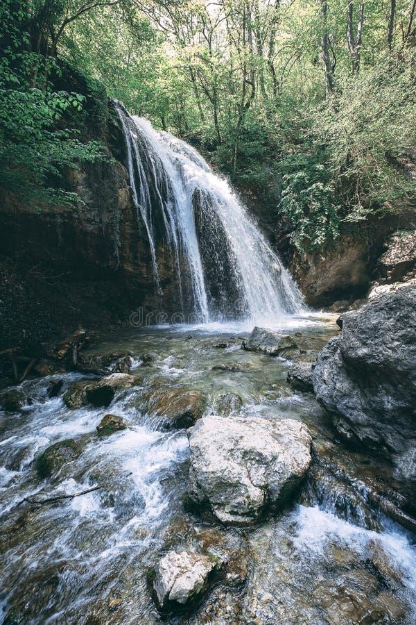 瀑布在高原的公园在克里米亚 库存照片