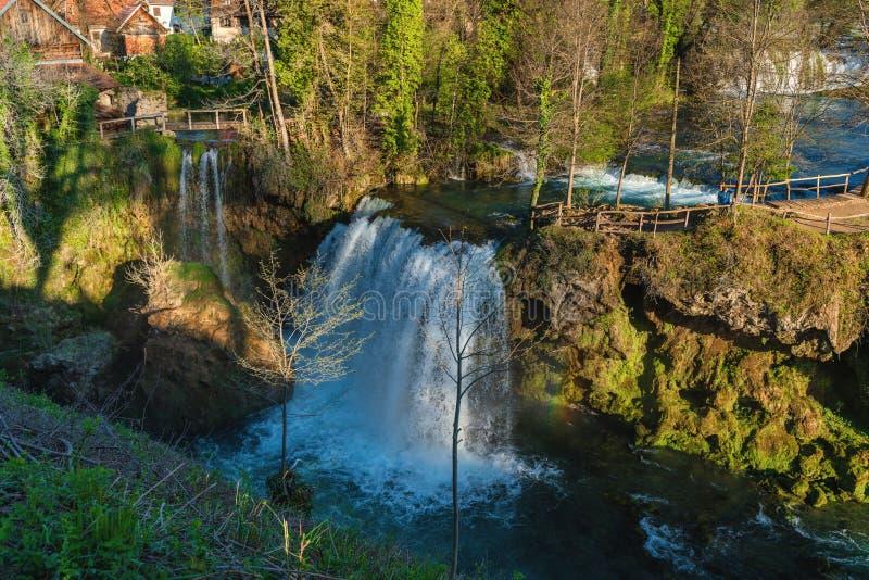 瀑布在Rastoke,斯卢尼,克罗地亚-放松的一个地道,农村地方在国立公园Plitvice湖附近 库存照片