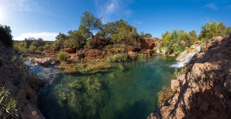 瀑布在Tavira在阿尔加威,葡萄牙,欧洲 免版税库存图片