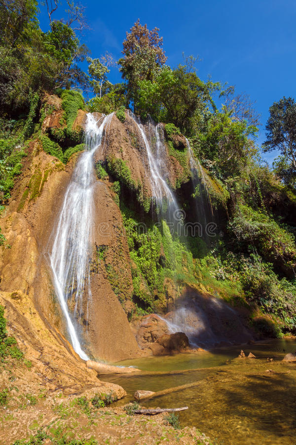 瀑布在Topes de Collantes,古巴 免版税库存图片