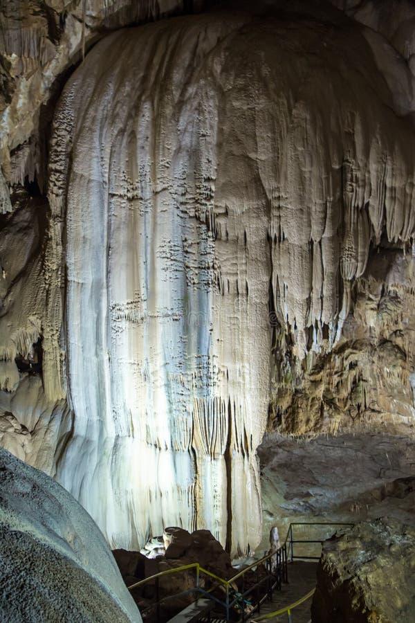 瀑布照片从钟乳石的 图库摄影