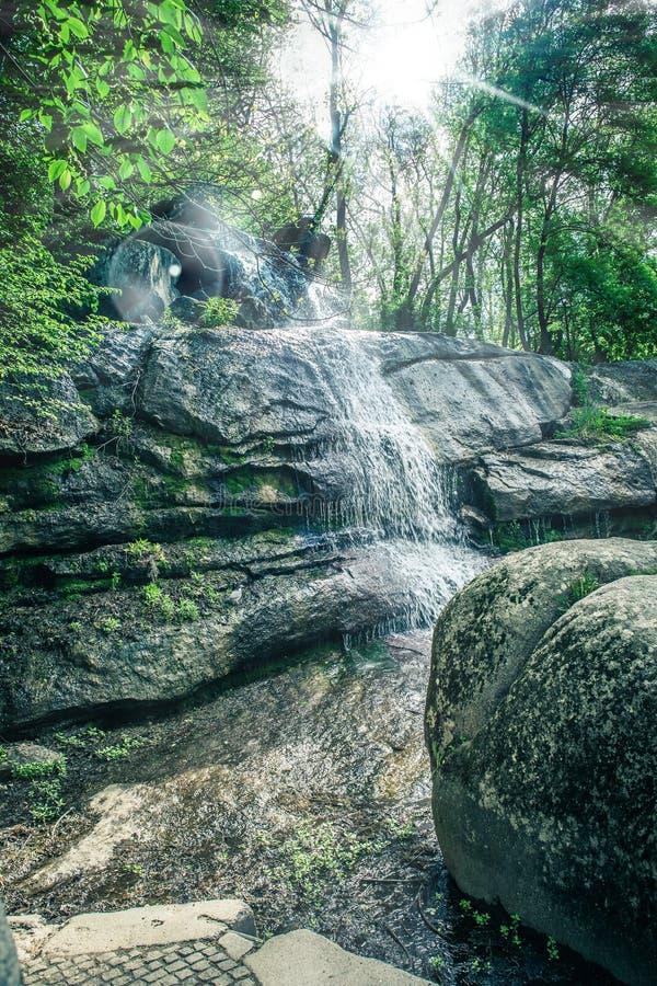 瀑布特写镜头在索菲娅公园 免版税库存照片