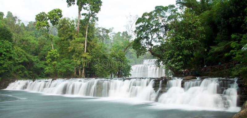 瀑布用柔滑的水 图库摄影