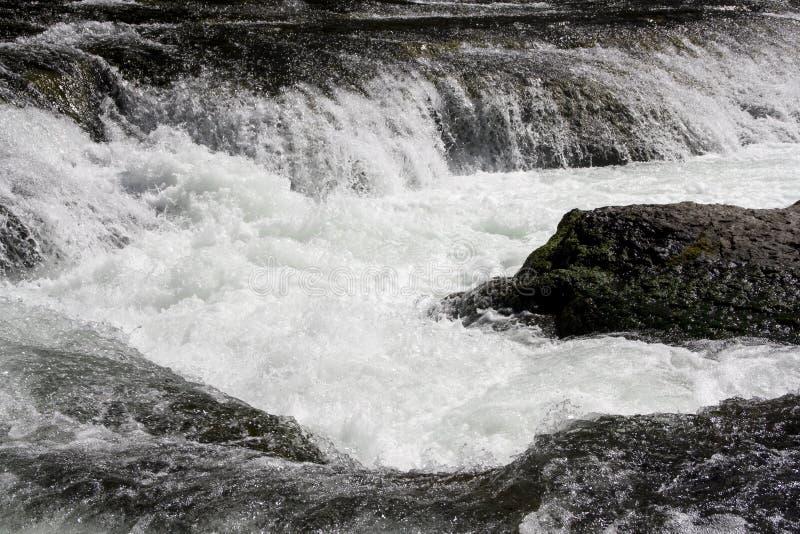 瀑布秋天瀑布水白色 免版税库存图片