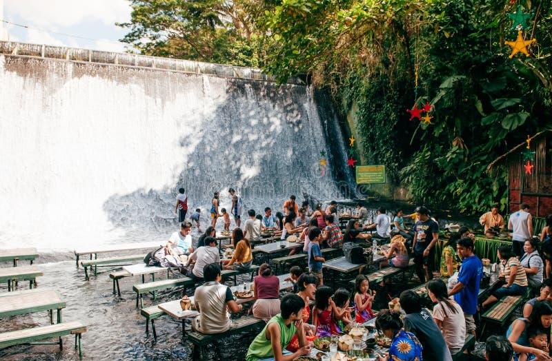 瀑布餐馆别墅escudero,圣巴勃罗,菲律宾 免版税库存照片
