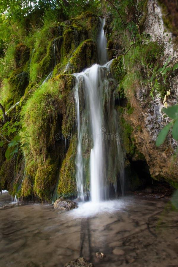 瀑布,湖Kozjak,Plitvice湖,国立公园,克罗地亚 免版税图库摄影