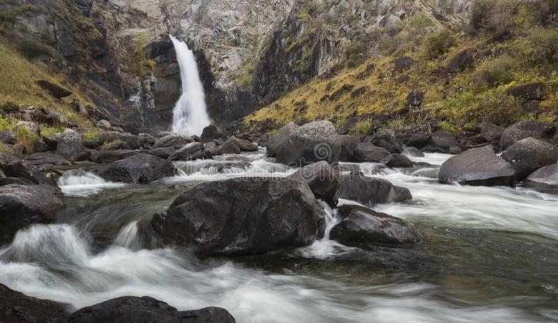 瀑布Kurkurek,俄罗斯,西伯利亚 图库摄影