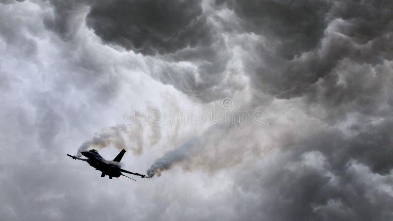 火光军事喷气机生火  免版税库存图片