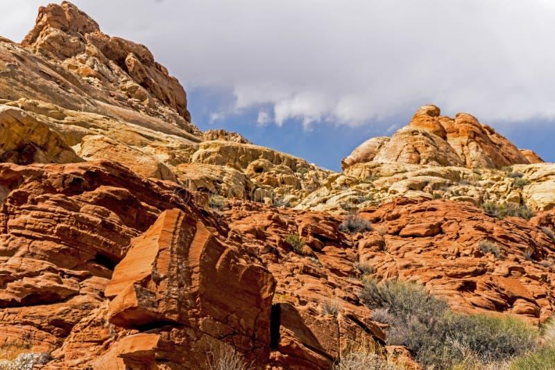 火国家公园谷有美好的岩层 免版税库存图片