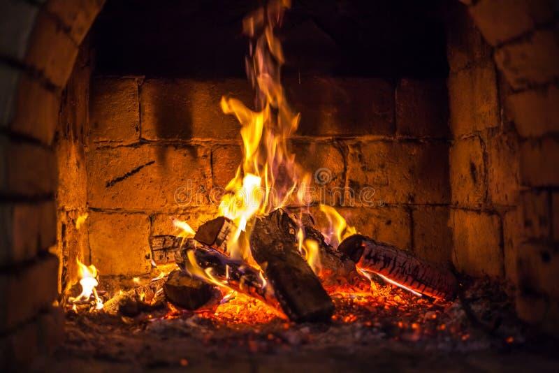 火在壁炉烧 免版税库存照片