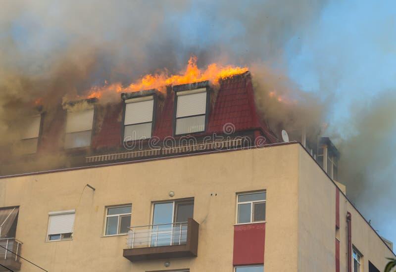 火在顶楼 库存图片