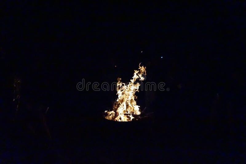 火在黑暗的夜 图库摄影