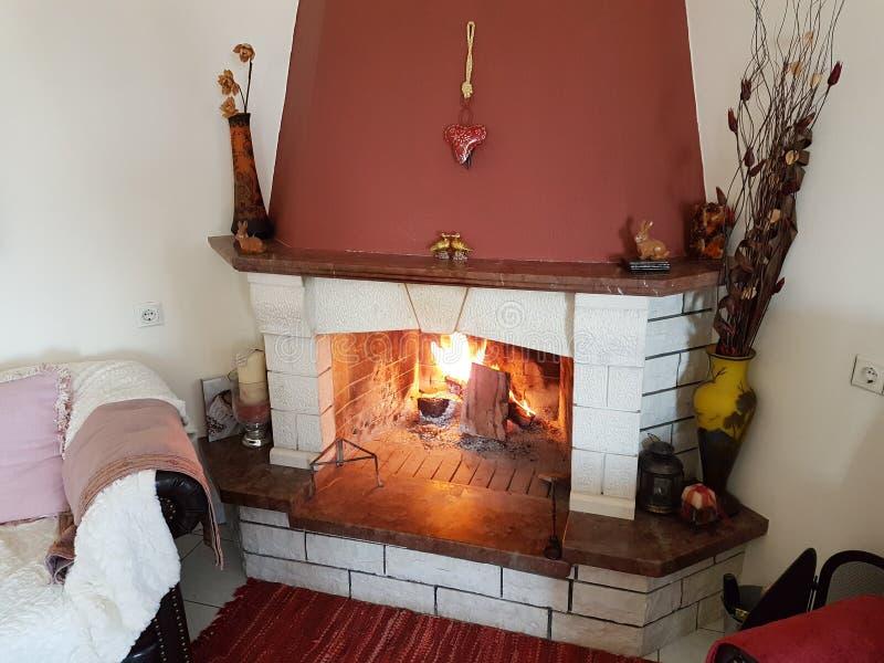 火壁炉冬天家内部 免版税图库摄影