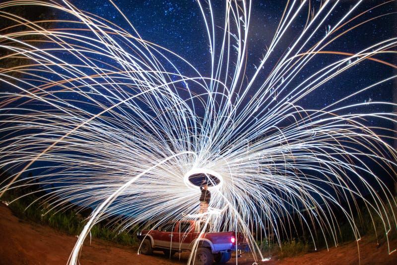 火展示在与星,清迈的晚上 库存照片