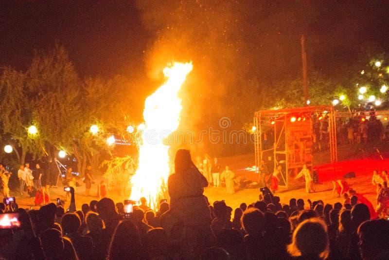 火展示民间假日在Nemirintsy,2019年7月6日乌克兰 库存图片