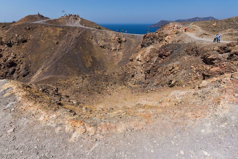 火山全景在圣托里尼,希腊附近的卡美尼岛海岛 库存照片