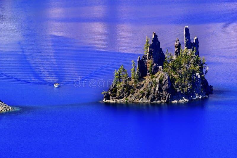 火山口海岛湖俄勒冈虚拟船 库存照片