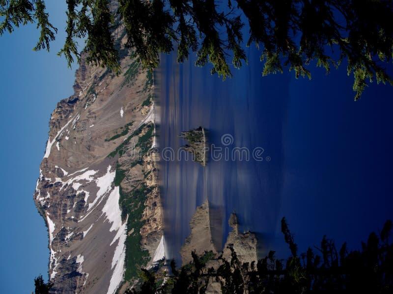 火山口湖 免版税库存图片