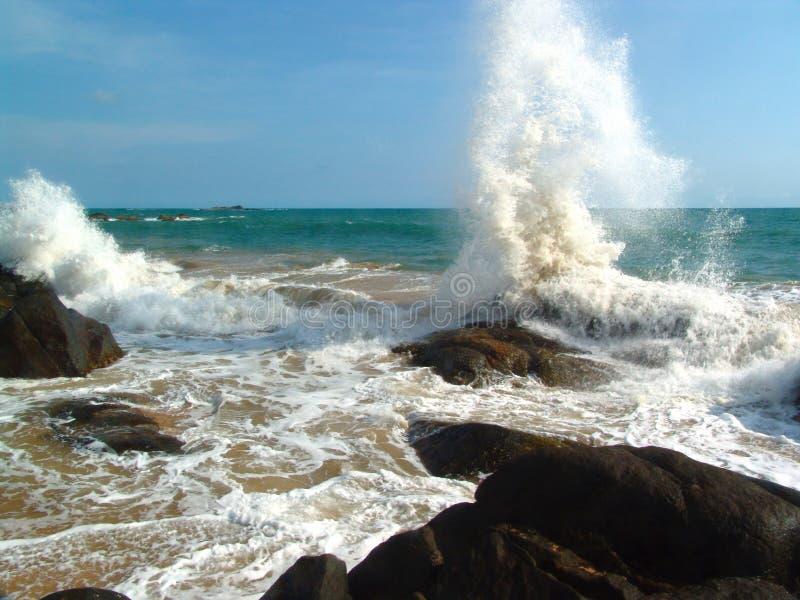 火山岩和海泡沫 免版税库存照片