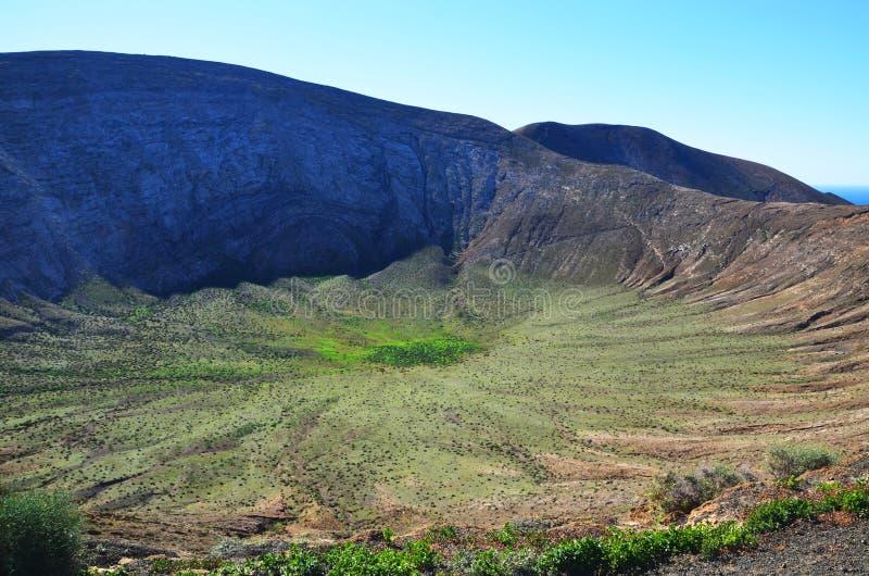 火山火山口在兰萨罗特岛,西班牙 免版税库存图片