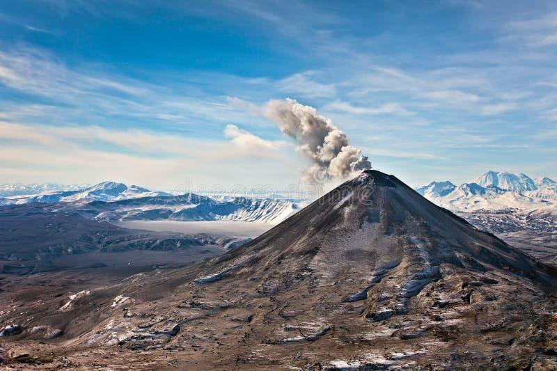 火山爆发在堪察加,火山碎屑岩的流 库存照片